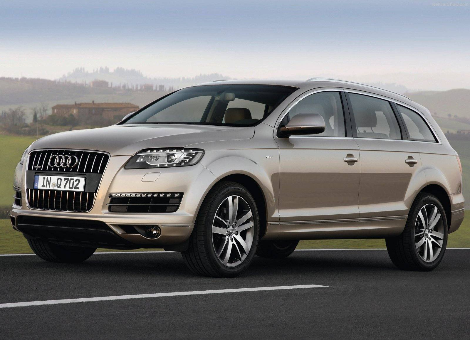 audi q7 india price review images audi cars. Black Bedroom Furniture Sets. Home Design Ideas