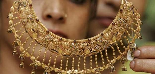 Gold prices hit lowest in nearly two weeks
