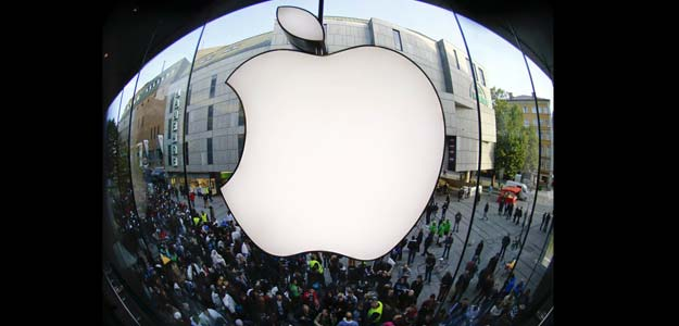 Apple loses $50 billion in market value, shares slide 12 per cent