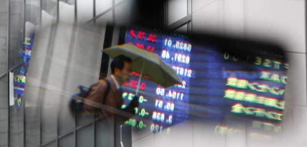 Asian shares edge higher, yen falls on BOJ report