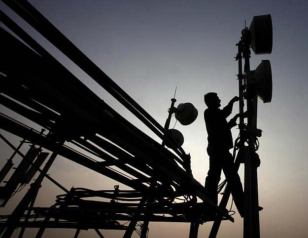 Winners of spectrum pay up Rs 1,700 cr to government