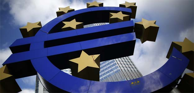 ECB holds rates, depicts bleak 2013