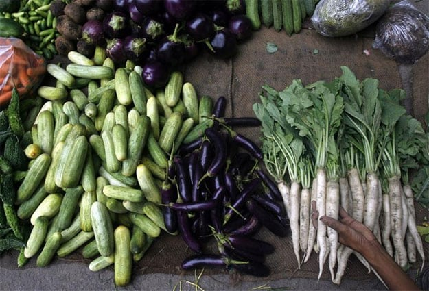 Food prices push inflation up, limit RBI's room to act