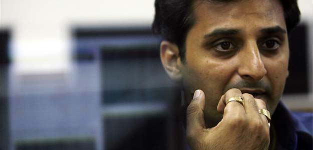 Sensex crashes 700 points on Syria missile attack scare, Re falls to 67.63