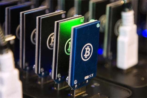 Top Bitcoin operator halts trade after RBI warning