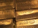Gold languishes at seven-week low as fund outflows resume