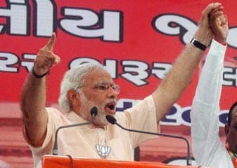 Narendra Modi Ne Pashchim Bengal Ki Rally Mein Baanglaadeshiyon Ko Vaapas Bhejane Ki Chetaavani Di