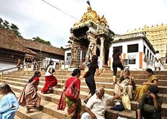 Poorv Niyantrak Mahaalekha Pareekshak Vinod Rai Ko Padmanaabh Mandir Sampatti Ke Audit Ka Aadesh
