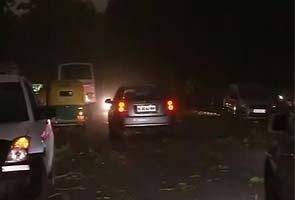 Delhi, NCR Mein I Tej Aandhi Mein Nau Logon Ki Maut, Vimaan Aur Metro Seva Prabhaavit