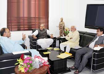 BJP Netaaon Ka Narendra Modi Aur Rajnath Se Mulaakaaton Ka Daur Jaari
