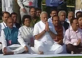 Narendra Modi Aaj Leinge Pradhaanamantri Pad Ki Shapath, Raajaghaat Par Chadhaae Fool, Vajpayee Se Liya Aasheervaad