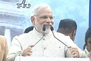 Narendra Modi Ne Niji Bachat Mein Se 21 Lakh Rupaye Bachchiyon Ki Shiksha Ke Liye Diye