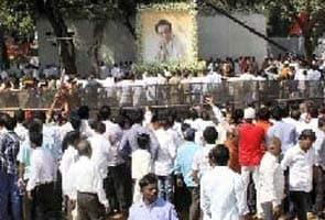 Baal Thackeray Par Aapattijanak Facebook Post Ko Lekar Shivsena Ka Pradarshan