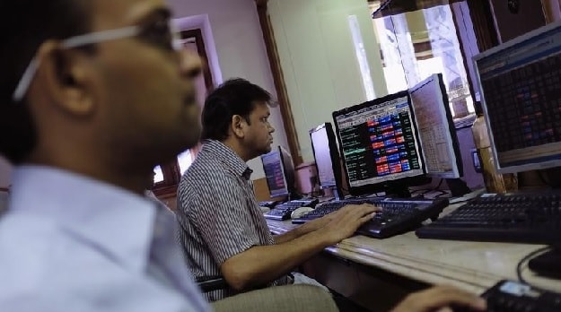 Sensex Turns Flat After Edging Past 28,000; IT Stocks Weigh