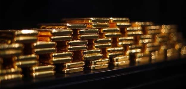 Gold Remains Weak on Low Demand; Silver Recovers