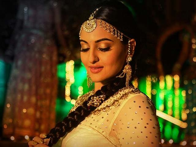 Sonakshi Sinha Lost Oodles of Weight for Radha Song, says ...