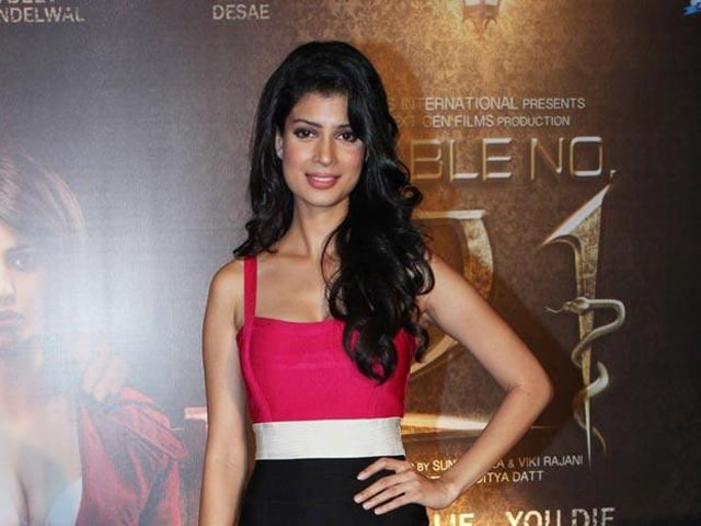 The Second Best Exotic Marigold Hotel Cast Surprises Tena Desae With Gifts