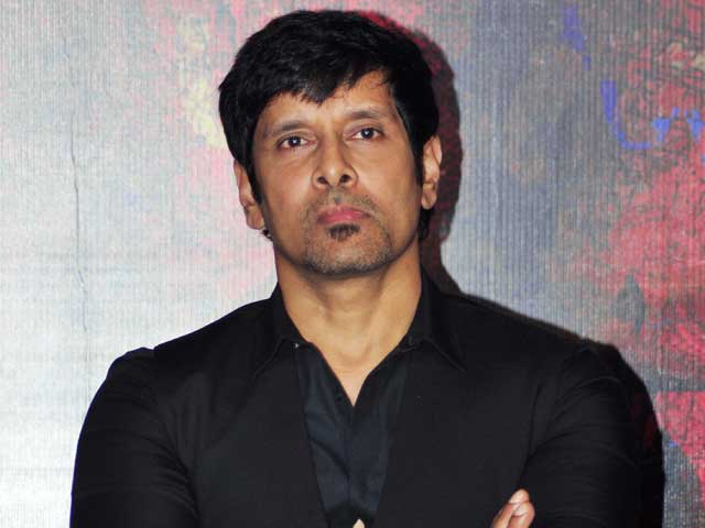 Vikram is Hassle-Free, Says his 10 Enradhukulla Co-Star ...