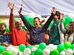 Arvind Kejriwal Arrives at Ramlila Ground, To Take Oath Soon