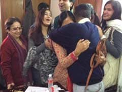 Delhi Election Result: Arvind Kejriwal Hugs it Out With Wife, Tweets 'Thank you, Sunita'
