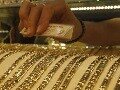 Gold Eases to Rs 27,050 on Subdued Demand