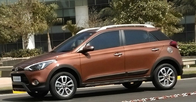 Hyundai i20 Active Crossover Spied; Launching Soon - NDTV CarAndBike