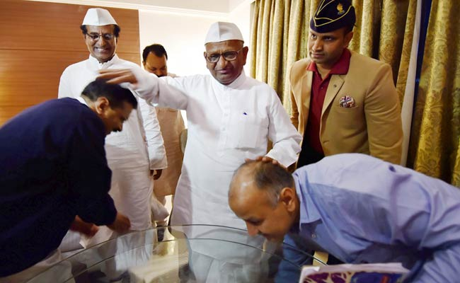 On Land Ordinance, Anna Hazare and Arvind Kejriwal Unite to Embarrass Centre