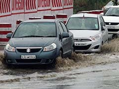 Unexpected Rain and Hailstorm Drops Mercury in Delhi
