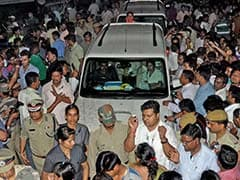 Mamata Banerjee's Convoy Blocked for Nearly an Hour as She Meets Nun Who Was Gang-Raped