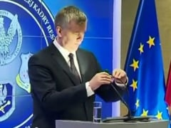The Moment When a Polish VIP Thought a Desk Lamp Was a Microphone