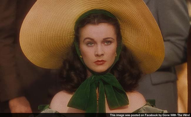 39 gone with the wind 39 dress fetches 137 000 at auction for Who played scarlett in gone with the wind