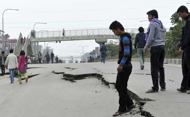 35 Aftershocks Hit Nep...