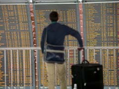 Hundreds of Flights Cancelled as French Air Traffic Controllers Strike