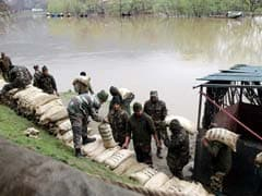 Flood Alert in Kashmir as Jhelum Crosses Danger Mark After Incessant Rain
