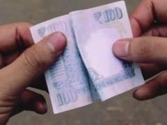 20 महीने के निम्नतम स्तर 64 रुपये प्रति डॉलर पर पहुंचा रुपया