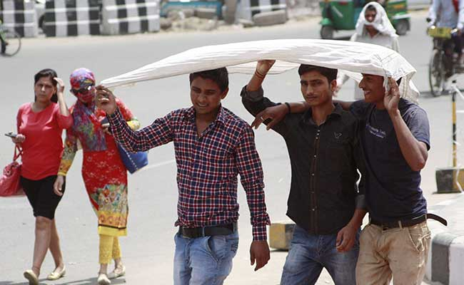 Monster Heat Wave Sees Crowded Delhi Hospitals Many