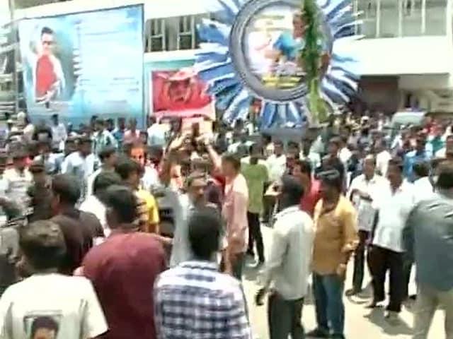 Fans Protest as Shows of Kamal Haasans Uttama Villain ...