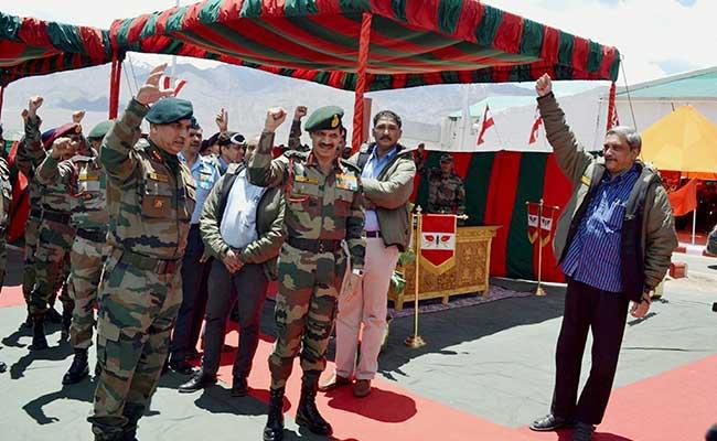 http://i.ndtvimg.com/i/2015-05/manohar-parrikar-siachin-base-camp_650x400_41432300910.jpg