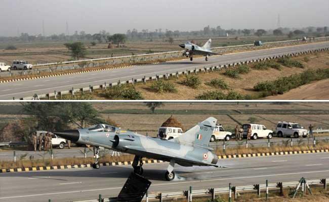Mirage 2000 Fighter Jet Test-Lands on Yamuna Expressway Near Delhi as Part of Trials
