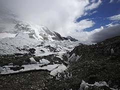 1 Dead In Cargo Plane Crash Near Mount Everest
