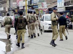 जम्मू-कश्मीर के पुलवामा जिले में आतंकियों ने घर में घुसकर महिला की हत्या की