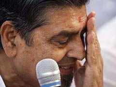 Man Throws Glass at Congress Leader Jagdish Tytler at a Party in Delhi