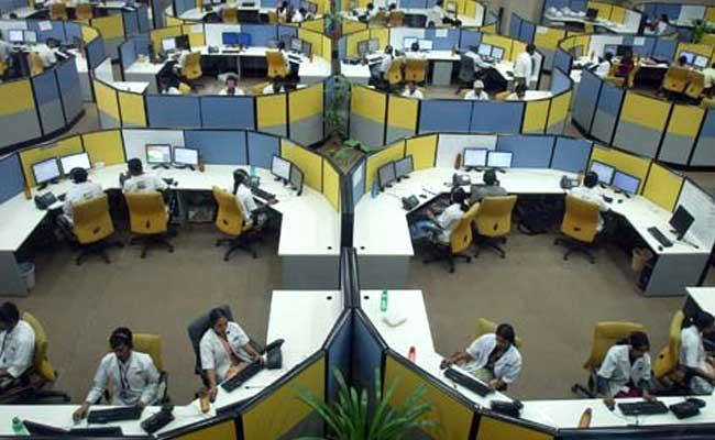 Job Market Eyes Over 10-Lakh Hiring, Hefty Hikes In New Year