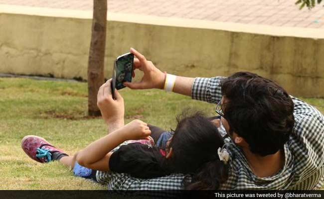 #SelfieWithDaughter Trends Worldwide After PM Modi's Mann ki Baat