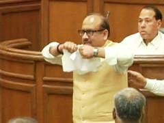 BJP Lawmakers Tear VAT Bill, Break Mic in Delhi Assembly