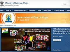 PM Modi Unveils Site on Yoga Day, Posts Asana that Reduces Stress, Anger
