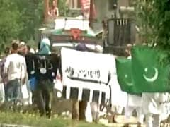 4 Injured in Clashes as Pakistan Flag Hoisted in Kashmir Valley