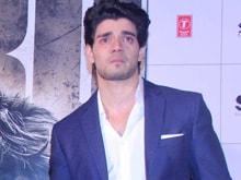 Suraj Pancholi Bursts Into Tears At <i>Hero</i> Trailer Launch