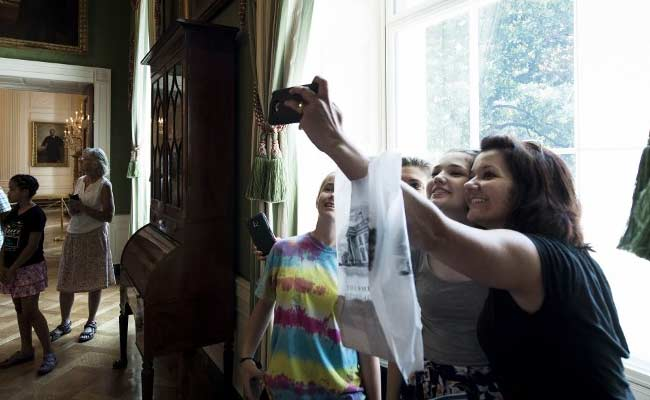 Ban Lifted on Photos During White House Tours