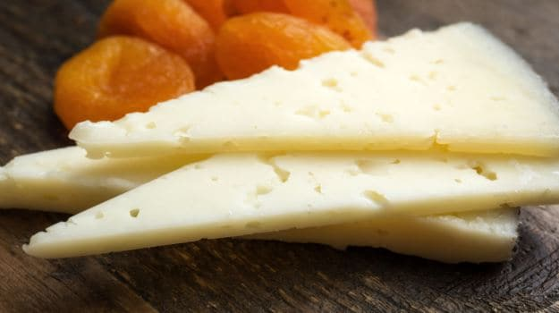 feta-mozzarella-cheddar-brie-the-beginners-guide-to-cheese-2